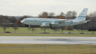 """Три разузнавателни самолета на САЩ """"слухтят"""" по границите на Русия"""