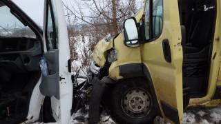 Четири деца пострадаха при катастрофа с училищен автобус