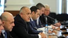 Чакаме още респираторни апарати, българите си идват от чужбина и с изтекли документи, напусна ни Симеон Щерев...