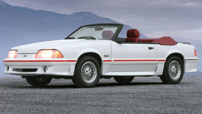 Кабриолетът Ford Mustang GT от 1987 година