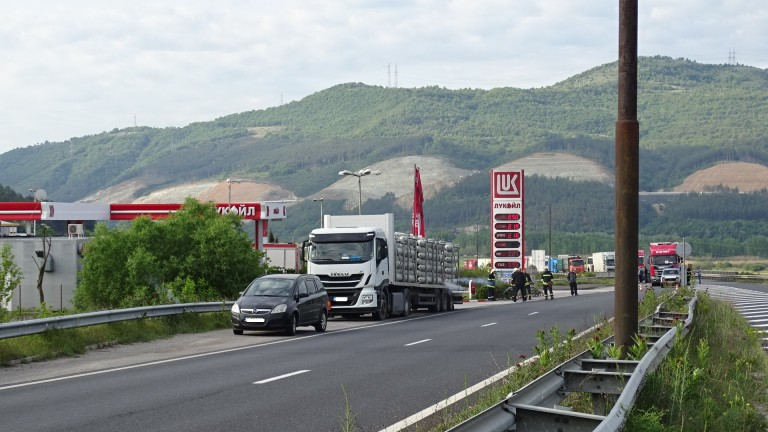 Затвориха главен път Е-79 на входа на Благоевград заради теч