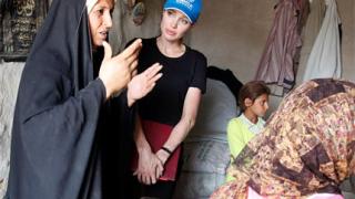 Анджелина Джоли в Ирак: Едва ли бих оцеляла тук