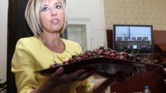 Мая Манолова разсея депутатите с щайги с череши