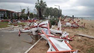 182 жертви на бури в Гърция от 2000 г.