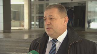 Депутат се опита да спре репортаж за заграден общински път