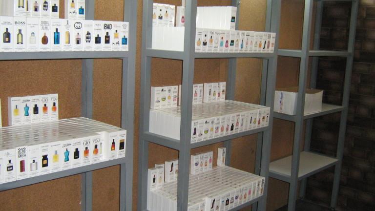 Полицията задържа 30-годишен мъж за над 1100 контрабандни парфюма, съобщиха