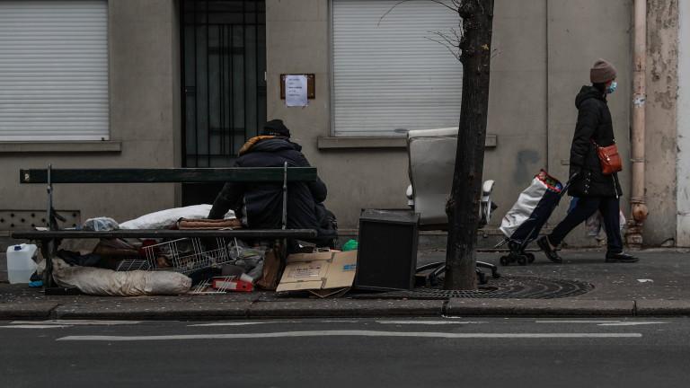 Здравните власти на Франция обявиха, че още 833 починали от