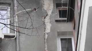 Жилищни блокове пропадат с часове в Русе