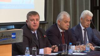 """Каракачанов обяви за """"голяма глупост"""" смяната на Бокова"""