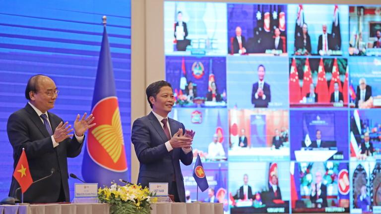 В Азия сключиха най-голямото споразумение за свободна търговия в света