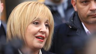 Манолова подава иск за дискриминацията при карантинираните на изборите