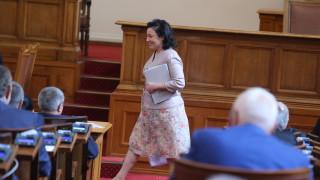 Десислава Танева очаква още огнища на чума в страната