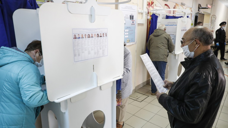Съюзници на Навални спечелиха места на вота, партията на Путин обяви победа