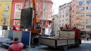 """Демонтираха Водната стена на столичния площад """"Гарибалди"""""""