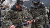 Протестиращи в Азербайджан поискаха война с Армения
