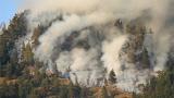 100 души гасят пожара между елховските села