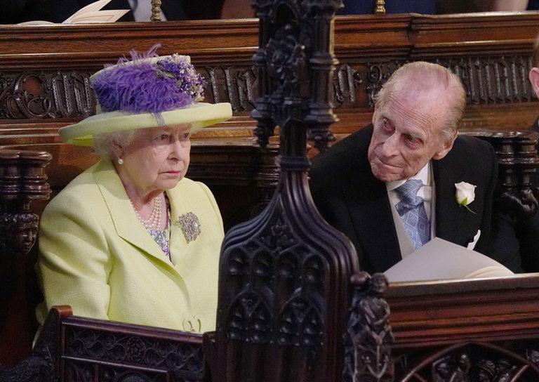 С одобрението на кралицата, която заложи на жълто и лилаво