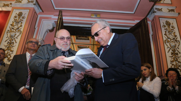 Снимка: Стотици събра премиерата на книгата на Иван Костов
