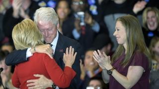 Клинтънови обвинени в шуробаджанащина, непочтеност и отмъстителност