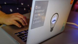 Хакери публикуваха лични данни на стотици политици в Германия