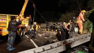 32 души загинаха при катастрофа с автобус в Тайван