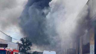 Пожар пламна в склад за строителни материали в Айтос