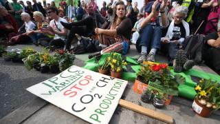 Протестите срещу климатичните промени в Лондон се ожесточават