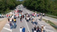 Жители на три села блокираха пътя от Лом за Видин с надежда за ремонт