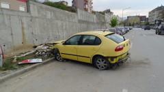 Врачанец катастрофира в Благоевград и заряза колата си