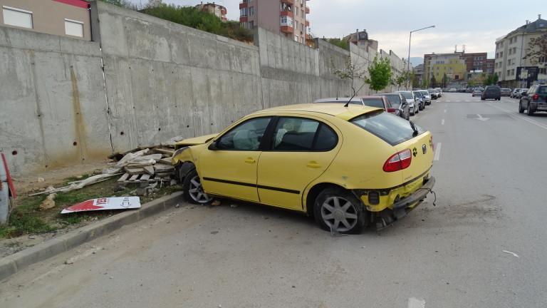Лека кола е катастрофирала тази сутрин в Благоевград. След това