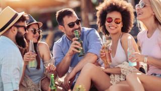 Компания търси служител, който да насърчава колегите си да пият бира с приятели