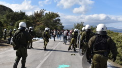 Гърция надгражда с бодлива тел оградата по границата с Турция