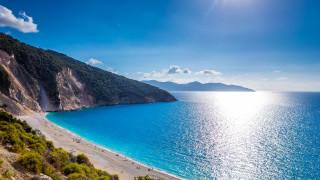 Гърция отваря плажовете в събота при строги хигиенни мерки