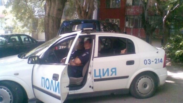 Девет души са арестувани след като роми нападнаха полицаи в