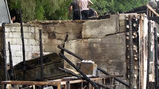 До основи изгоря пицария на крайбрежната във Варна
