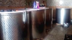 Нелегална винарна с над 10 000 литра алкохол разкриха в пазарджишко село