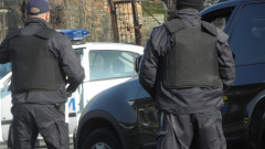 Полицай и трима футболни фенове пострадаха при сбиване в столицата