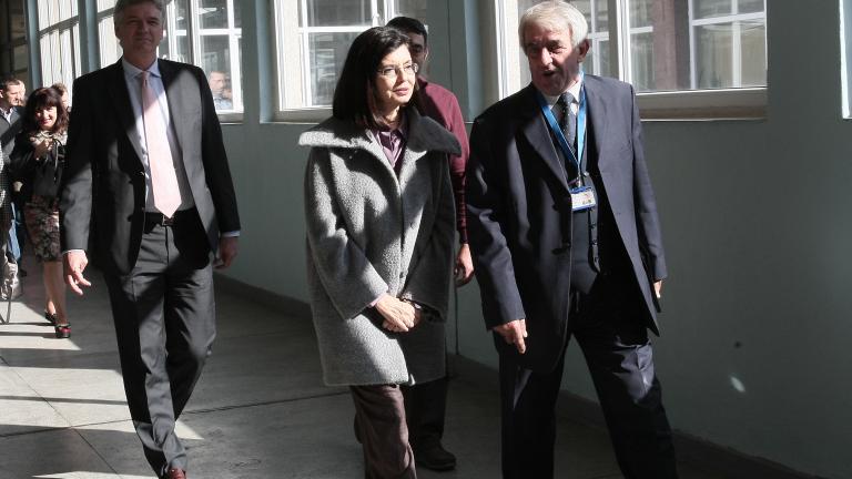 Кунева чака съдът да каже кое е легитимното ръководство на Медицинска академия