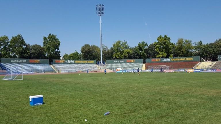 Ремонтът на стадиона на Дунав Русе, на който се помещава