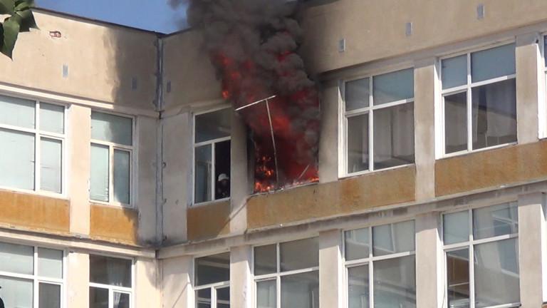 Снимка: Пожар изпепели учителската стая в пловдивско училище
