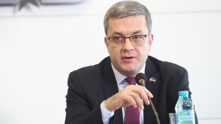 Превръщането на ГЕРБ в основна разделителна линия в БСП не говорело добре за тях според Биков