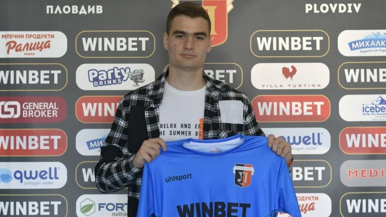 Локомотив (Пловдив) подписа договор с юношата Кристиан Томов. Младият вратар