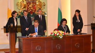 Приветстваме всяка тръба на наша земя, чу от Плевнелиев кипърският президент