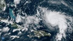 Тропическата буря Умберто връхлетя Бахамите