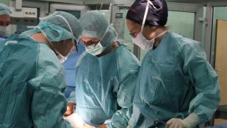 Караянчева влиза в операционната