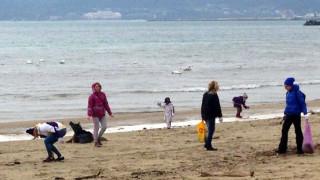 Варненци празнуваха Коледа на плажа