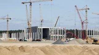 """В Германия спряха водата на """"Тесла"""" за неплатени сметки"""