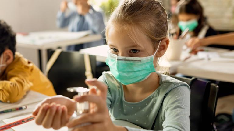 Новият щам на COVID-19 можел по-лесно да заразява децата