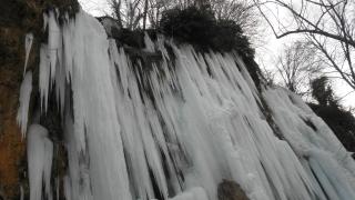 Замръзна водопад край Кюстендил