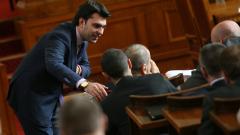 Лявото или дясното ще спаси България от демографски крах, спорят в НС